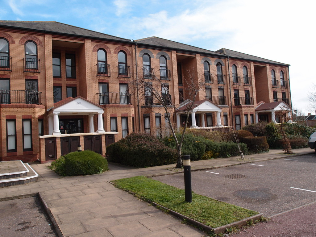 Martin Amp Co Southend On Sea 2 Bedroom Flat Let In Marks